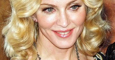Madonna at the premiere of I Am Because We Are at the 2008 Tribeca Film Festival. (da Wikimedia Commons)